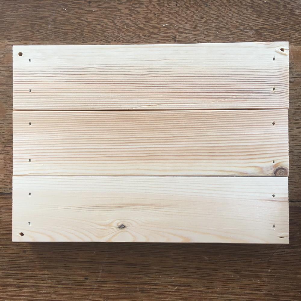 Il fondo della cassetta di legno