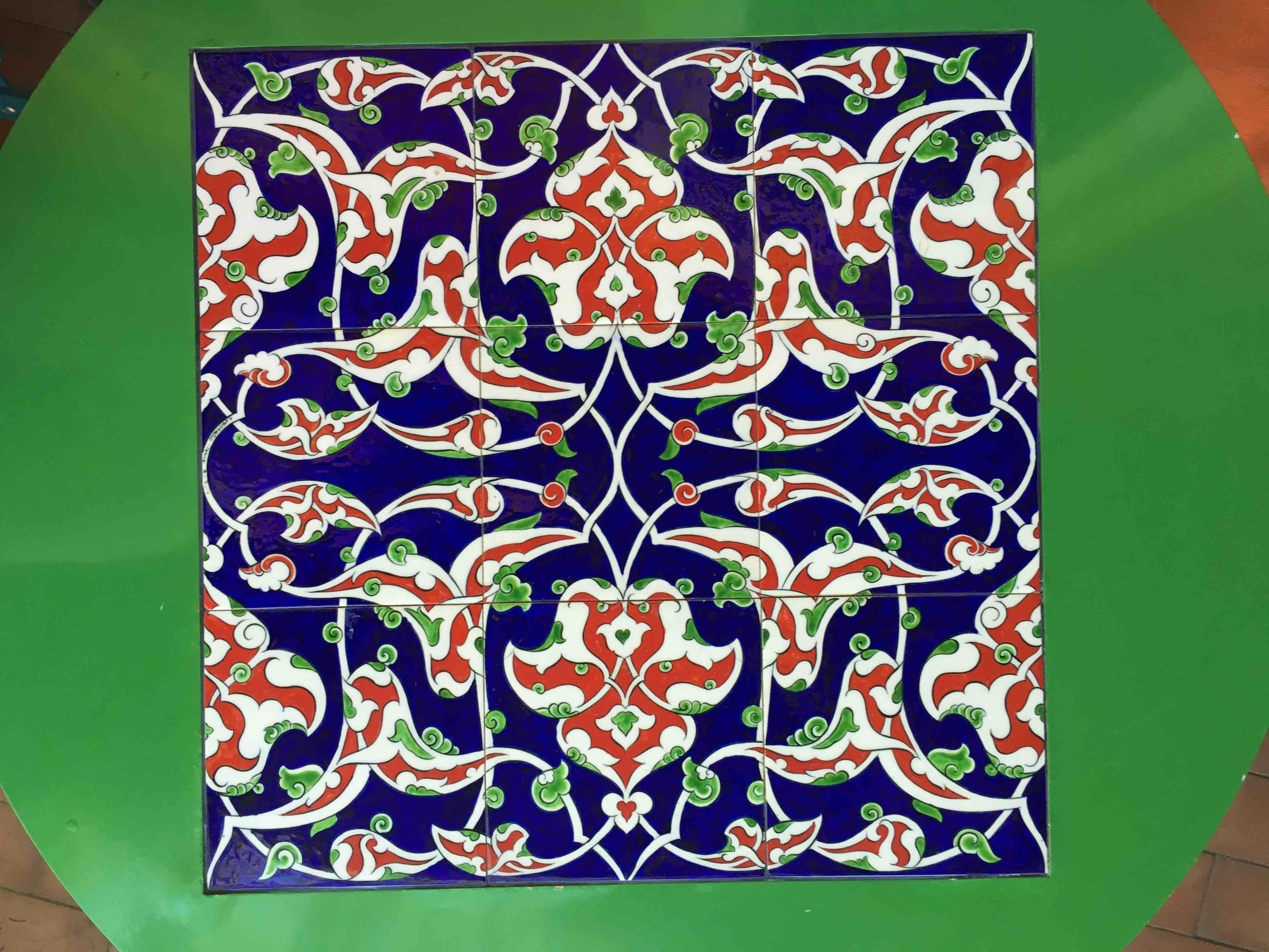 Come Costruire Un Mosaico un mosaico di vetro sul tavolo | comefareconbarbara.it