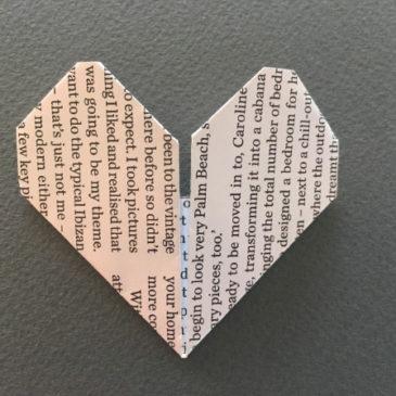 Un cuore origami come segnaposto per un matrimonio