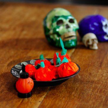 Halloween fai da te: zucche di carta con dolcetti