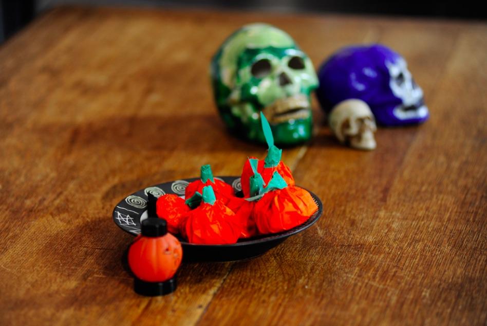 halloween-fai-da-te-zucche-carta-velina-dolcetti