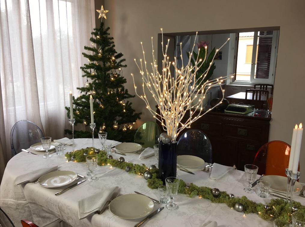 Apparecchiare e decorare la tavola per natale come fare - Decorare candele per natale ...