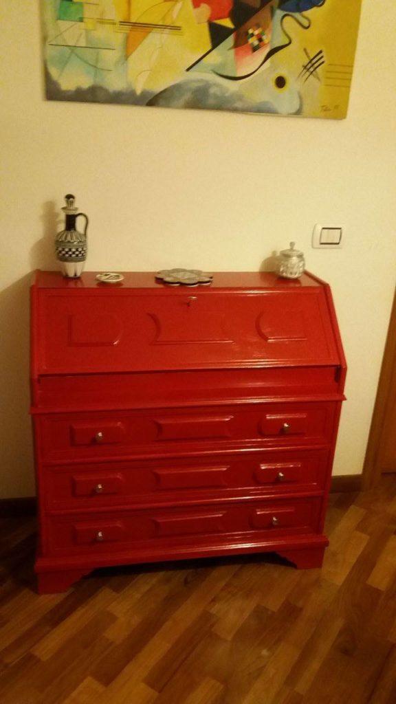 Come si vernicia il legno grezzo o dipinto come fare - Dipingere cucina legno ...