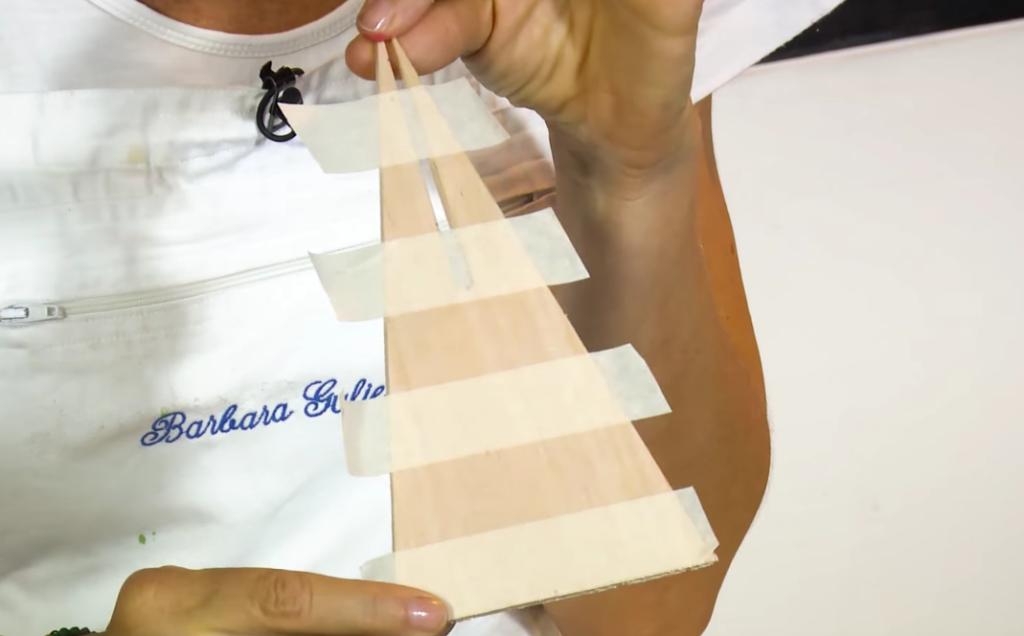 Alberelli di Natale di balsa: la schermatura con il nastro carta