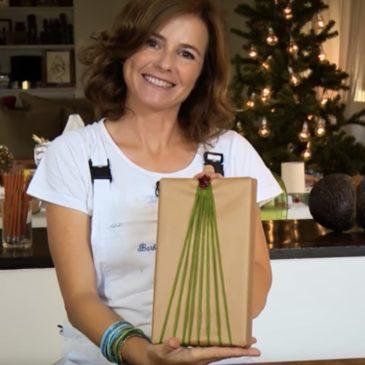 Pacchetto regalo decorato con filo di lana