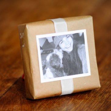 Pacchetto di Natale decorato con una fotografia