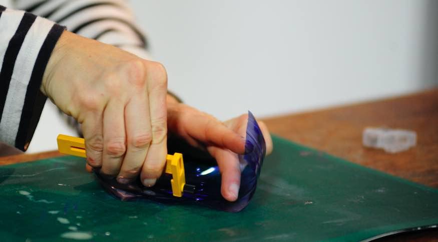 Compasso taglierino per tagliare la plastica per il costume di carnevale