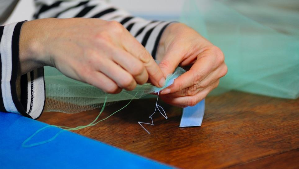 Cucire sull'elastico il tulle