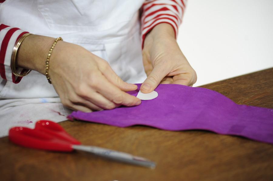 Portachiavi di cuoio a forma di cuore idea regalo per for Dima per spine legno fai da te