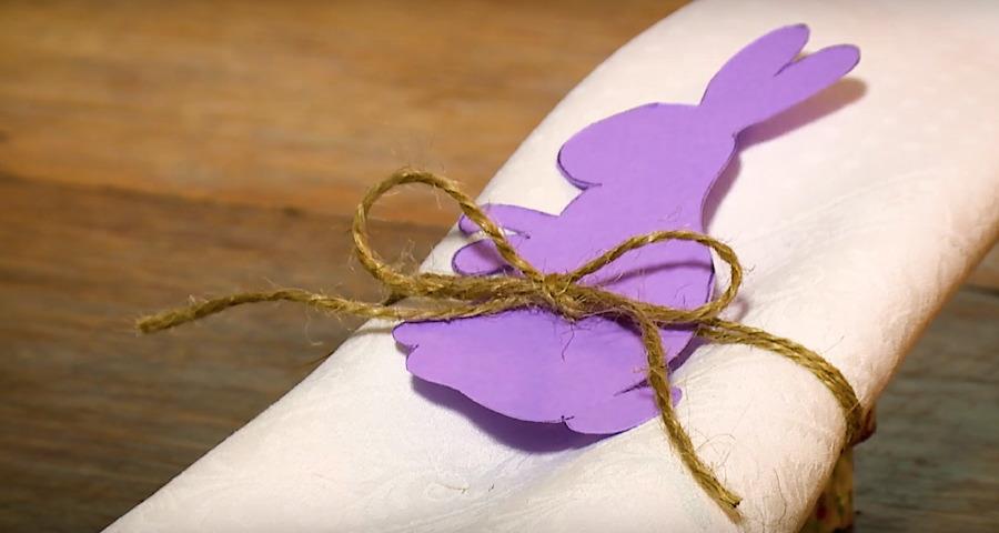 Pasqua fai da te - Portatovagliolo segnaposto col coniglio pasquale