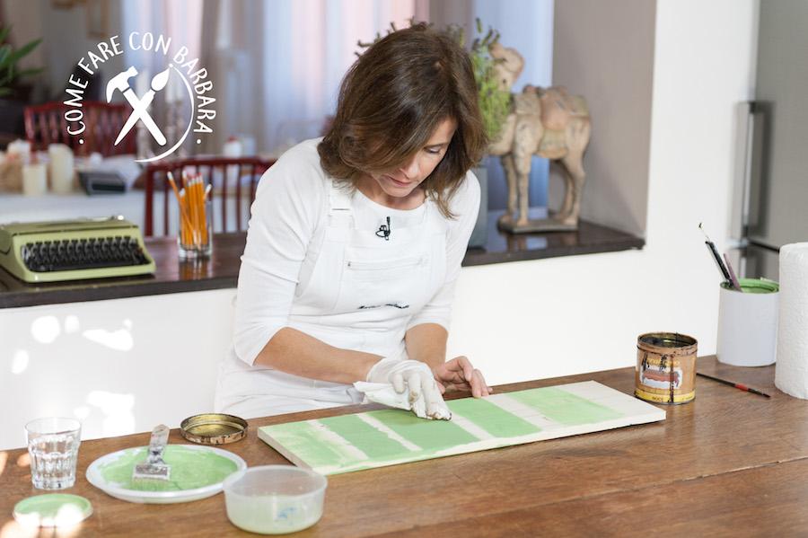 Come si vernicia il legno grezzo o dipinto come dare le - Verniciare cucina in legno ...