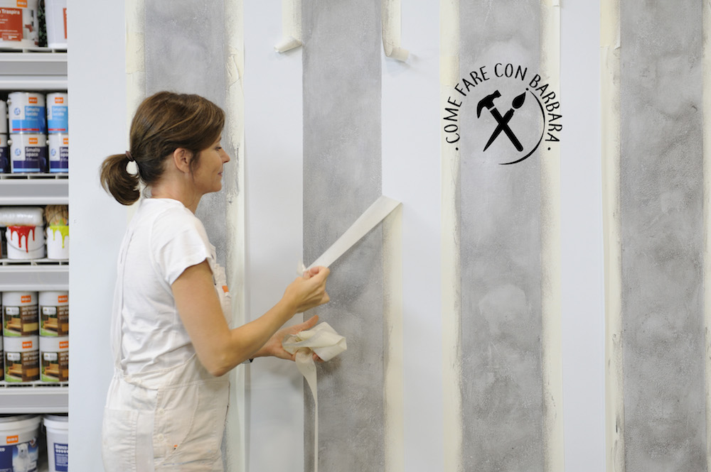 Pareti A Righe Grigie : Come dipingere una parete a righe verticali